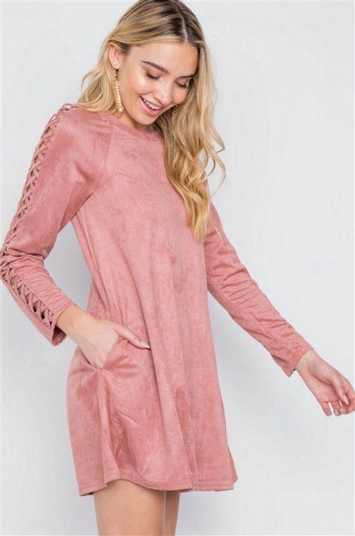 Robe rose imitation daim avec laçage sur les manches
