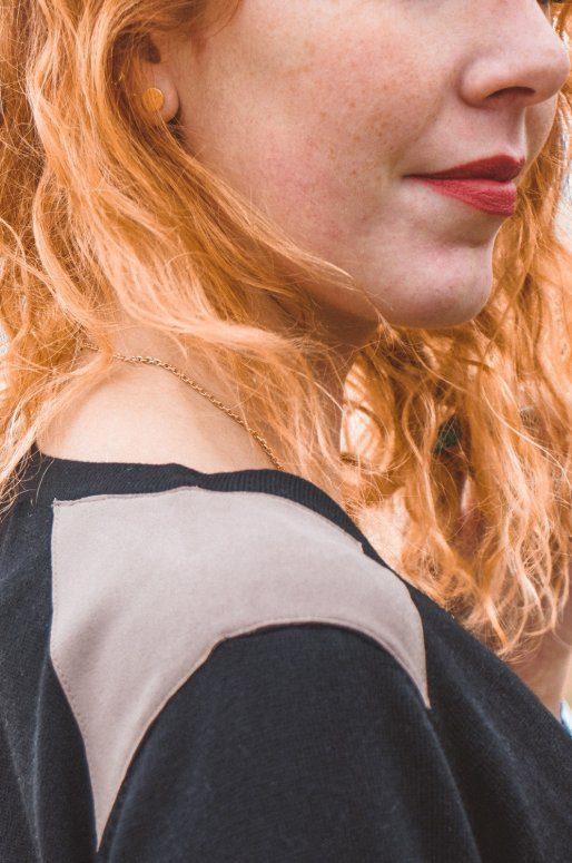 Cardigan noir à boutons avec détails imitation daim sur les épaules