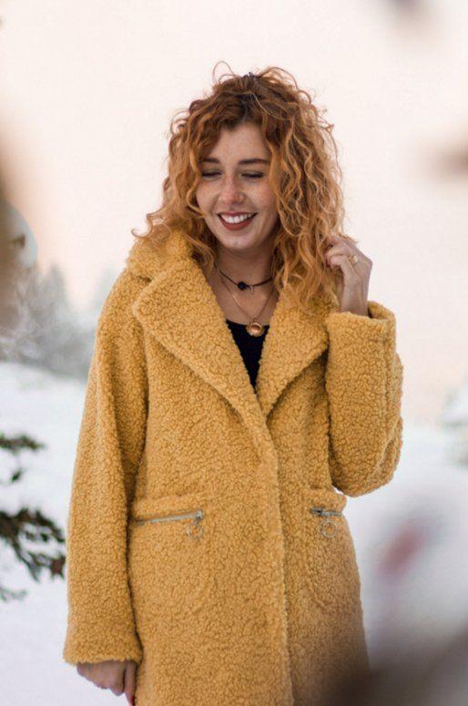 Manteau moutarde en fausse fourrure