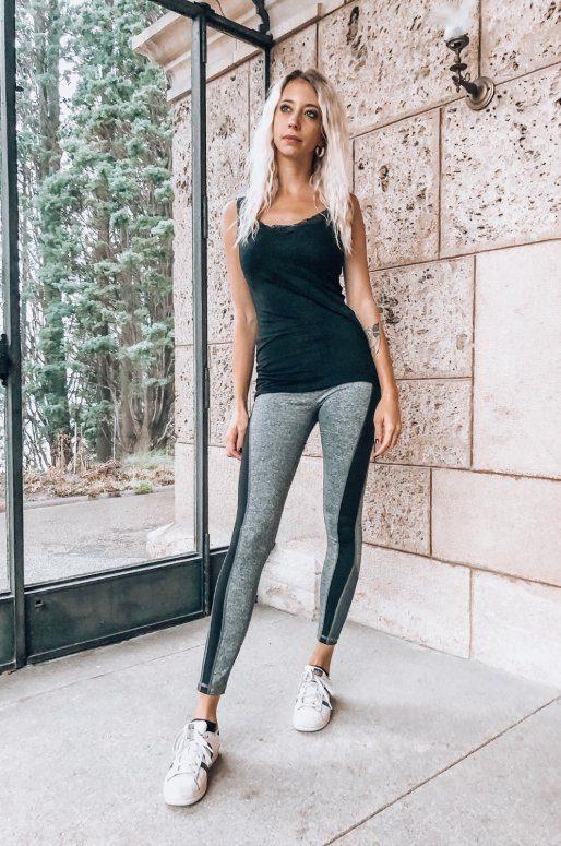 Legging de sport gris avec bande noire sur le côté