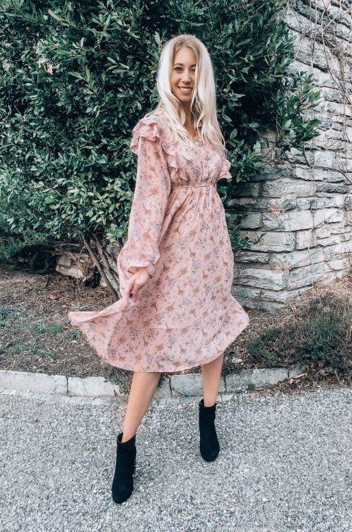 Longue robe chemise de couleur rose, imprimé fleuri