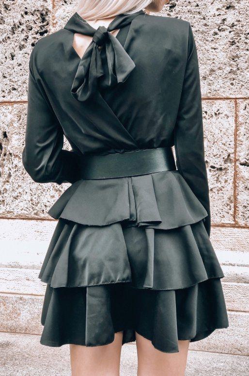 Robe noire à volants