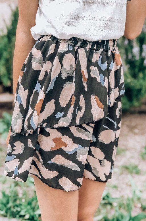 Mini-jupe à volants, imprimé abstrait