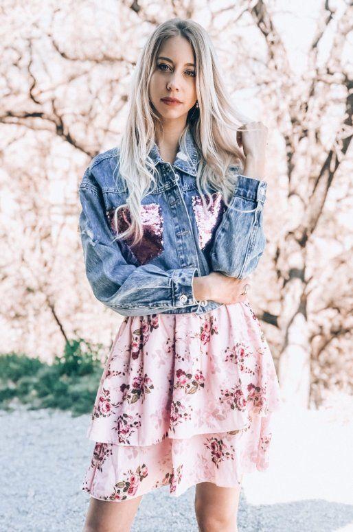 Veste en jean avec sequins roses