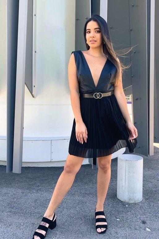 Mini jupe plissée de couleur noir avec haut en simili cuir