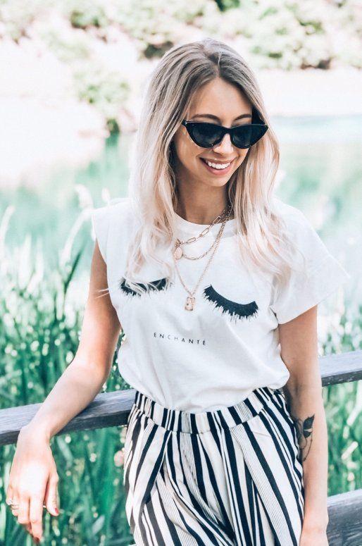 """T-shirt blanc avec dessin de cils et inscription """"Enchanté"""""""