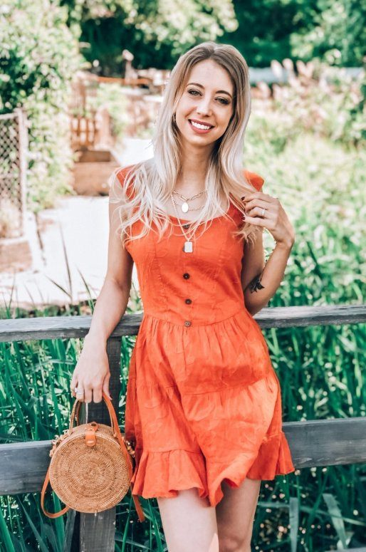 Robe orange à volants, tissu brodé