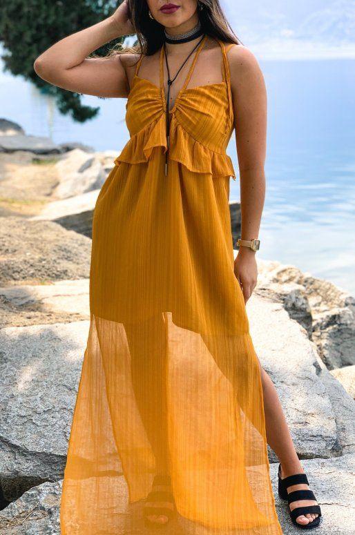 Longue robe semi-transparente