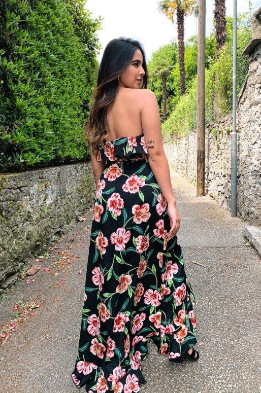 Longue robe à fleurs boutonnée, col Bardot