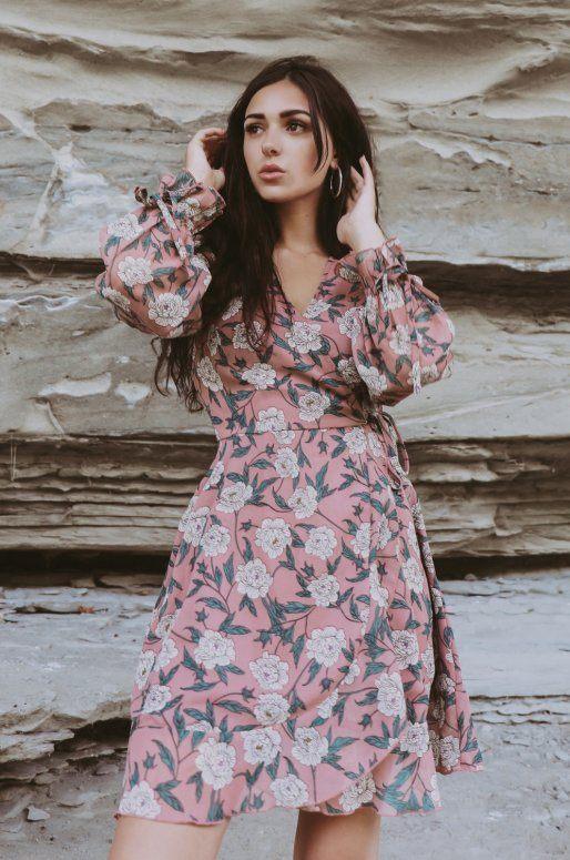 Robe cache cœur de couleur taupe, imprimé floral