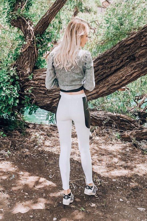Legging blanc avec détails en simili cuir sur les côtés