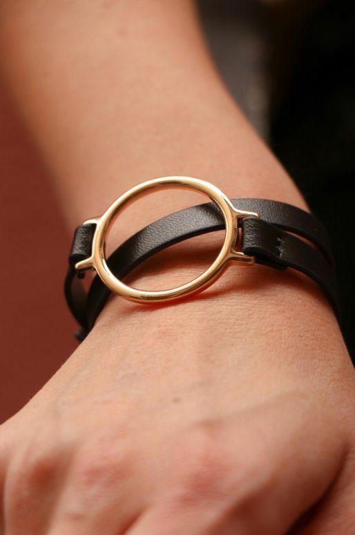 Bracelet en simili cuir avec anneau doré