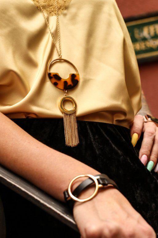 Sautoir avec pendentif en métal marron léopard et franges dorées