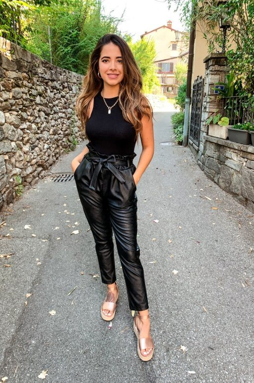 Pantalon en simili cuir noir avec ceinture à nouer