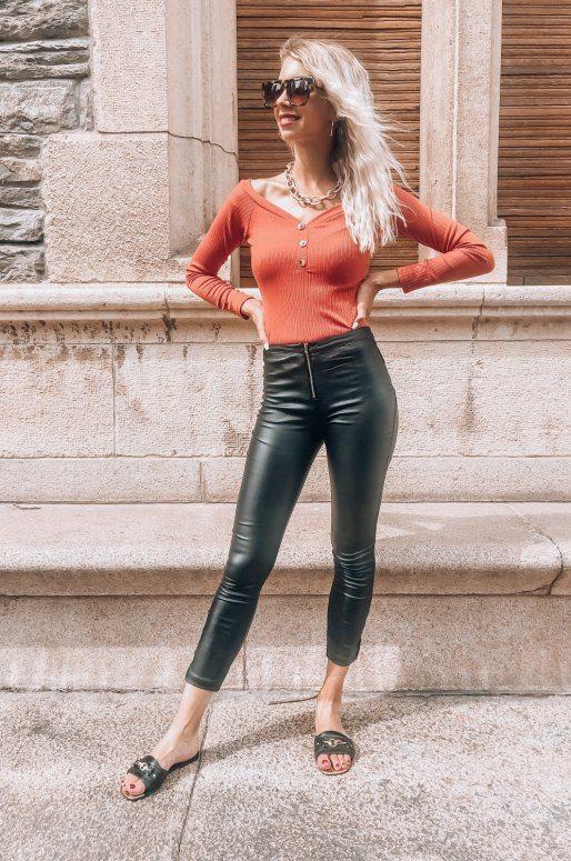 Pantalon taille haute en simili cuir avec fermeture éclair sur le devant