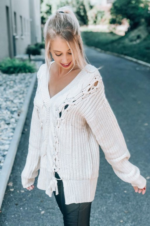 Pull Oversize en tricot torsadé de couleur beige