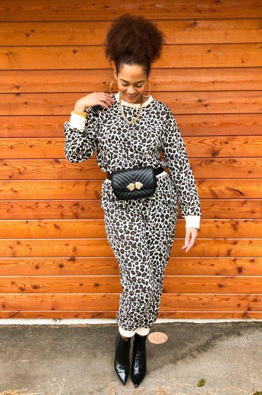 Ensemble lounge wear imprimé léopard de couleur noir et ivoire
