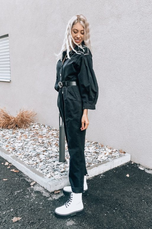 Combinaison pantalon en denim noir avec clous