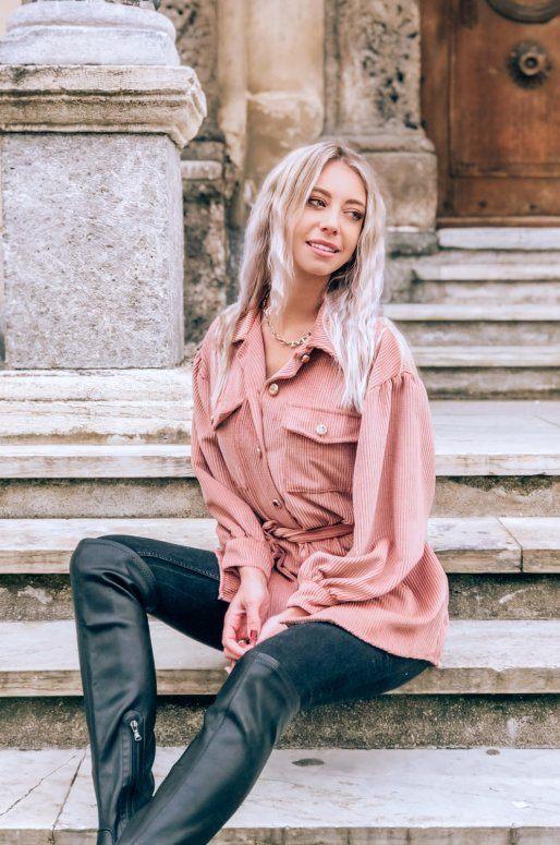 Robe en velours côtelé de couleur rose