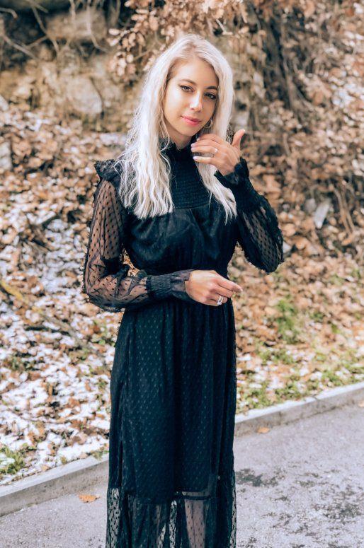 Robe noire semi transparente à pois