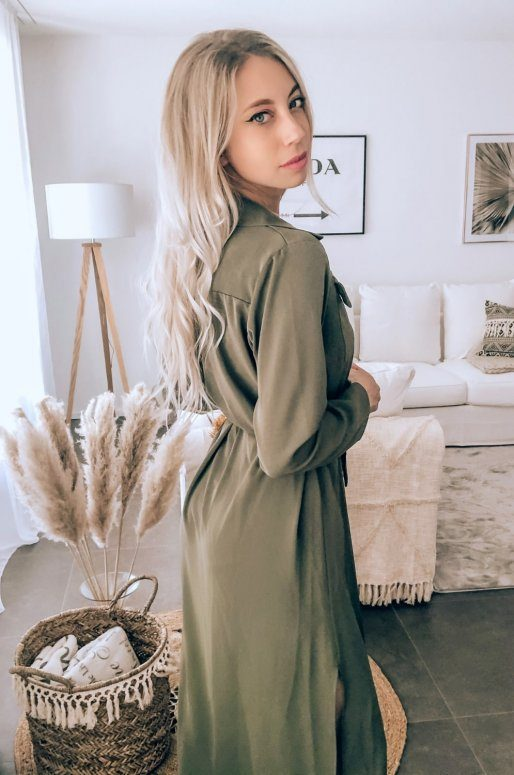 Longue robe chemise de couleur vert olive