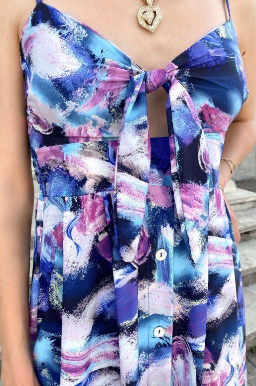 Longue robe, imprimé abstrait dans les tons bleu et violet