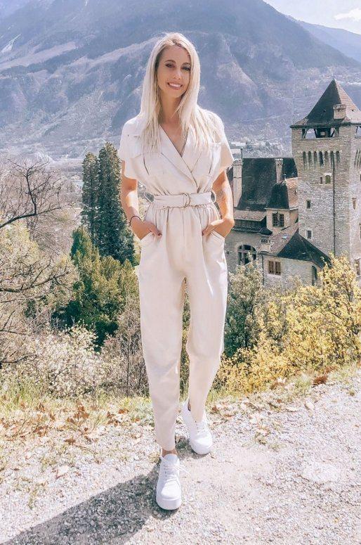 Combinaison pantalon de couleur beige