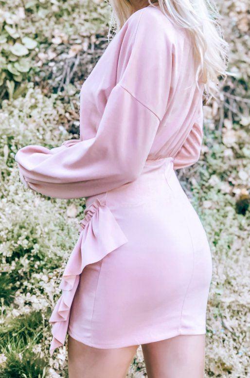 Robe moulante rose froncée sur les côtés