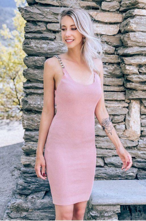 Robe rose moulante avec bretelles chaîne