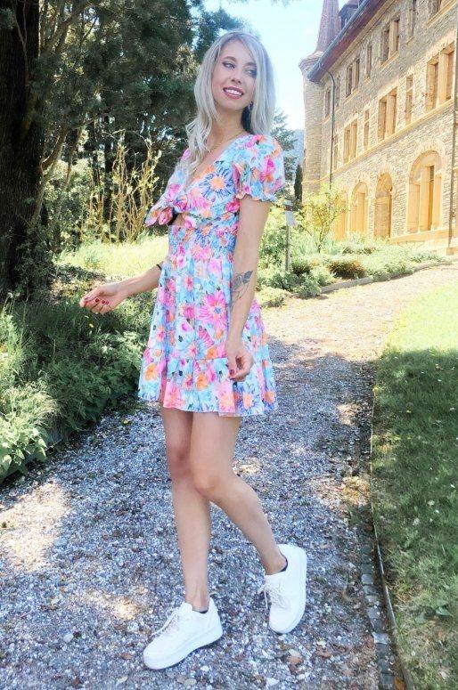 Petite robe manches courtes à fleurs