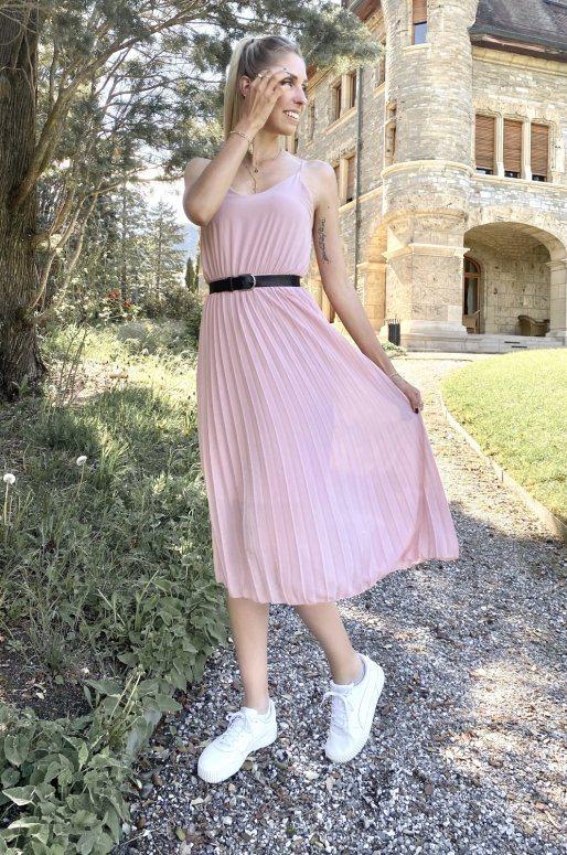 Robe rose avec jupe plissée