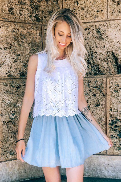 Robe en crochet de couleur bleu et blanc