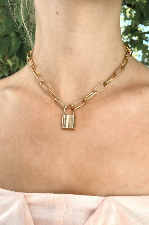 Collier chaîne avec pendentif cadenas