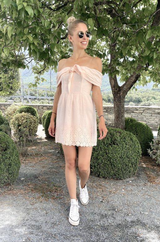 Petite robe rose pâle col bardot