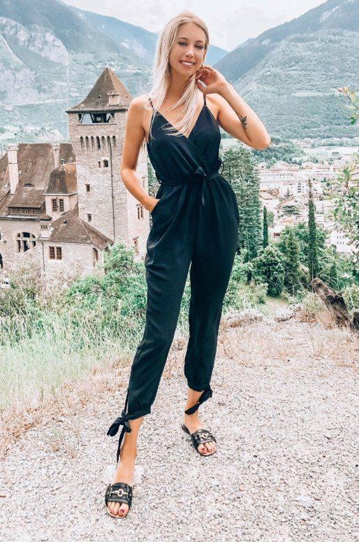 Combinaison pantalon de couleur noir