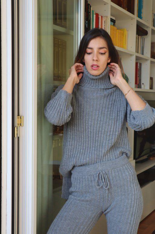 Ensemble pull et pantalon en maille de couleur gris