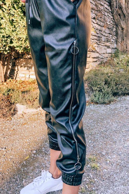 Pantalon en simili cuir de couleur noir