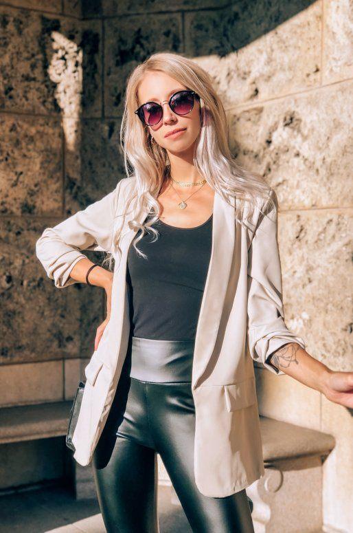 Long blazer de couleur beige