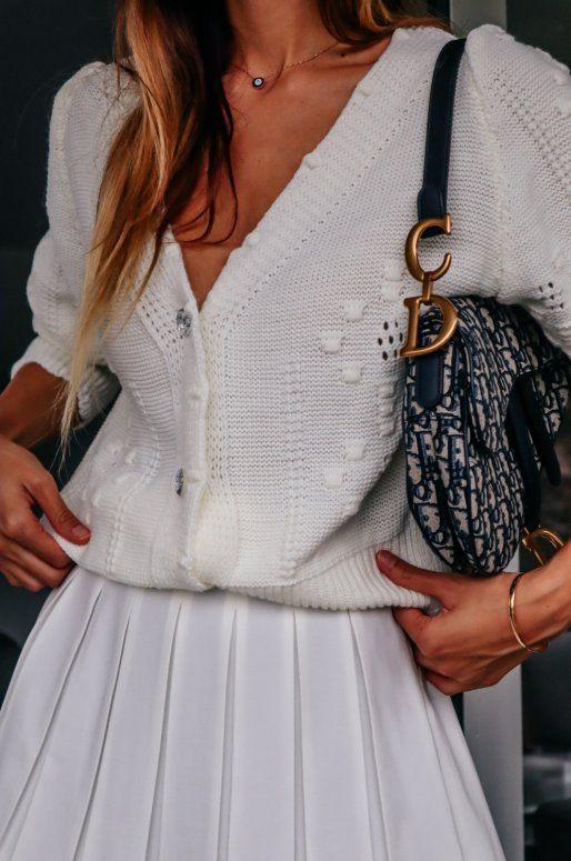 Jaquette blanche en maille avec boutons en strass