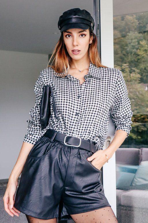 Short taille haute en simili cuir de couleur noir