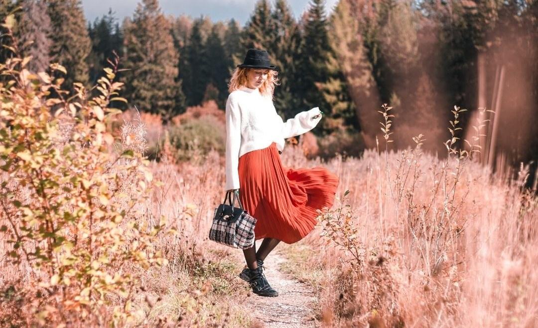 Comment porter la jupe plissée avec style ?