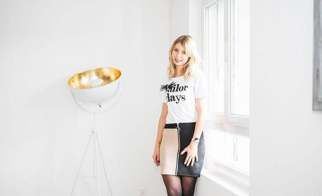 Notre look préféré du moment : Jupe bicolore & T-shirt à message